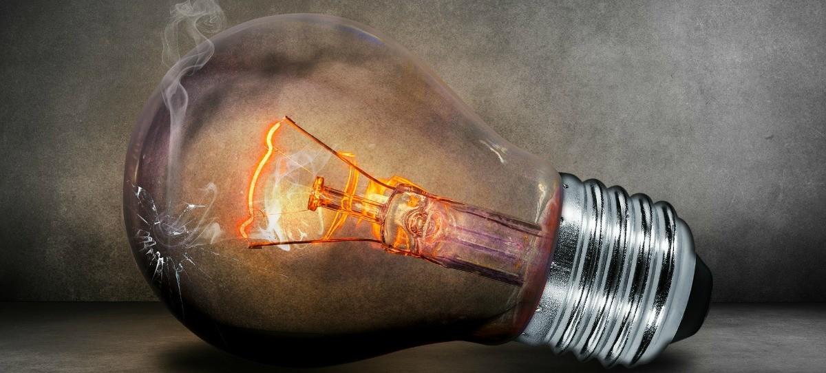 Las eléctricas tienen pendientes de cobro 15.400 millones del déficit de tarifa
