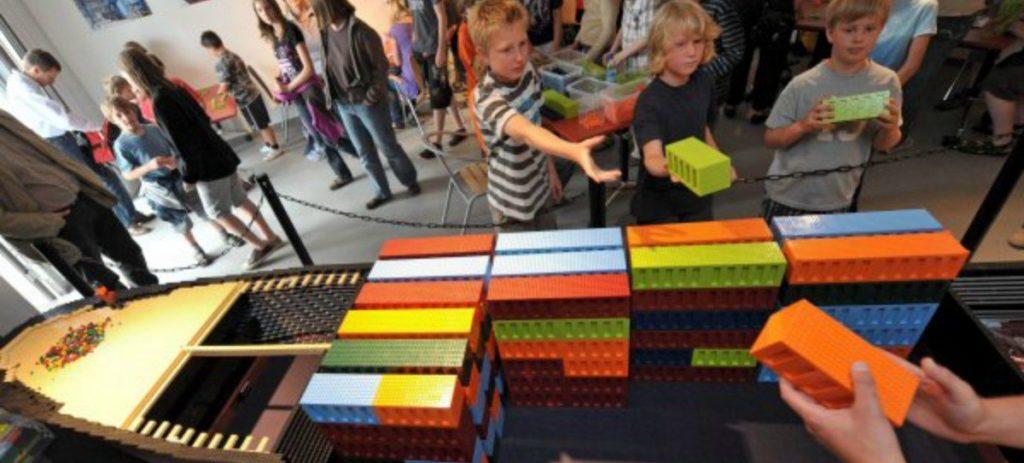 Lego se 'robotiza' y aterriza en los colegios