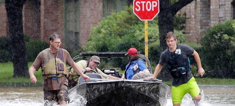 El ciclón Harvey paraliza las petroleras en Texas y sube el precio de la gasolina