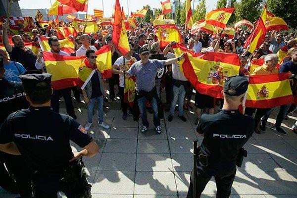 Garzón llama nazis a manifestantes con banderas de España y revoluciona Twitter