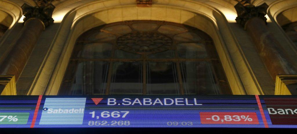 El IBEX 35 cede los 10.200 puntos arrastrado por la banca