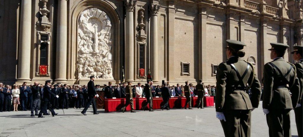 El alcalde podemita de Zaragoza, abuqueado en acto de la Guardia Civil