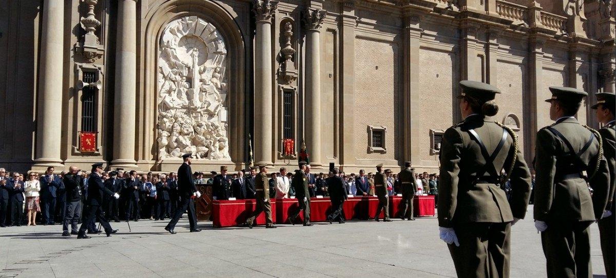 El alcalde podemita de Zaragoza, abucheado en acto de la Guardia Civil