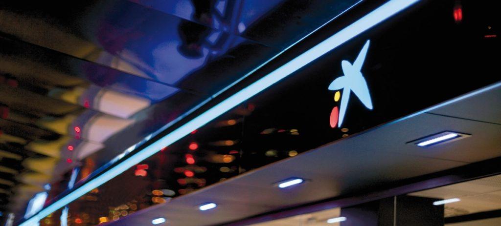 El IBEX 35 despierta de su letargo con la subida de casi el 4% de Caixabank