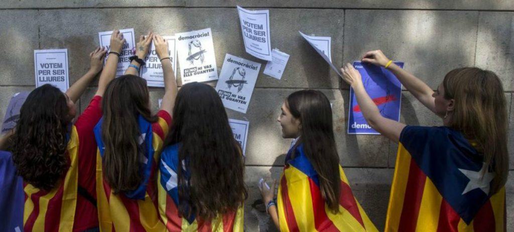 IMPUTAN A 8 PROFESORES POR INCITACION AL ODIO HACIA LOS ESPAÑOLES