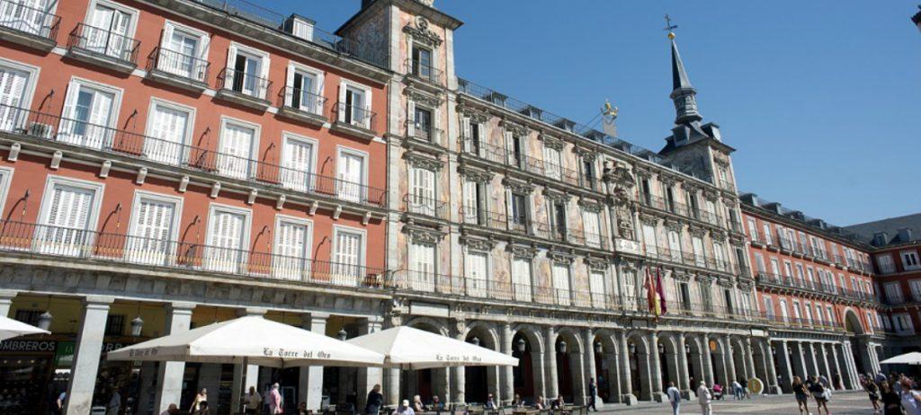 Las empresas del centro de Madrid reclaman a Carmena que suspenda las restricciones de tráfico