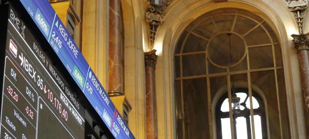 El IBEX 35 avanza el 0,43 % y alcanza los 9.700 puntos, aupado por los bancos