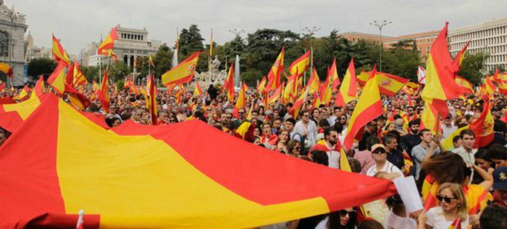 Fitch hunde la prima de riesgo de España a mínimos de 2010