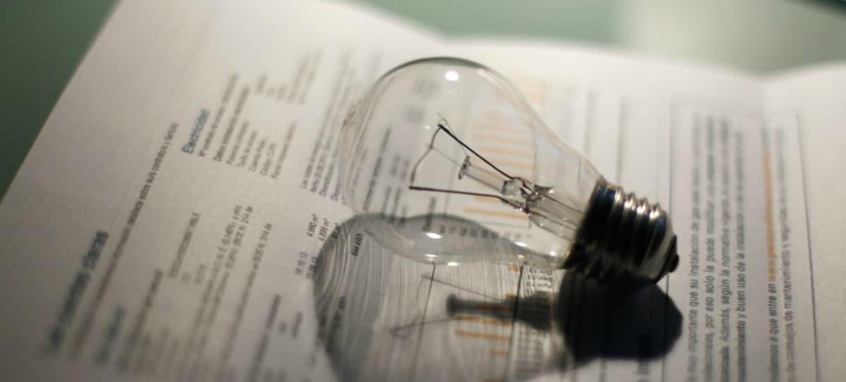 Factura de la luz: Cuatro conceptos por los que pagarás