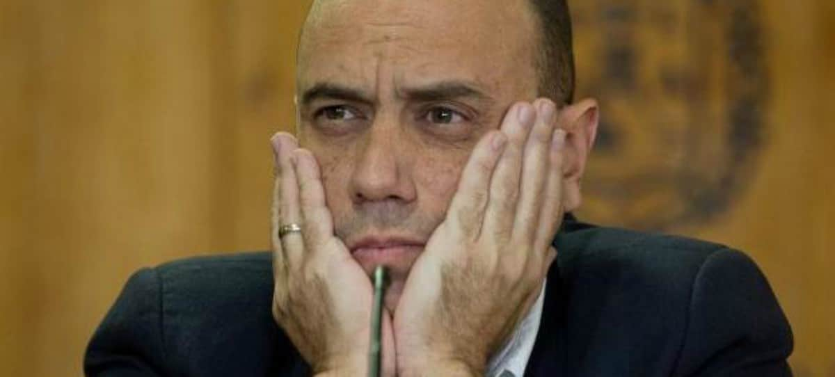 El alcalde socialista de Alicante coloca a dedo a 34 jefes de funcionarios