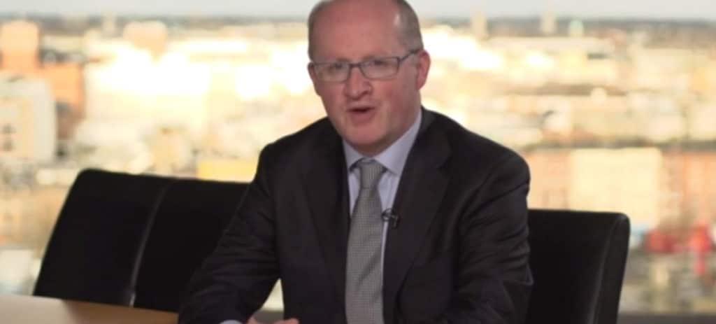 Lane renuncia a la vicepresidencia del BCE y deja solo a Luis de Guindos