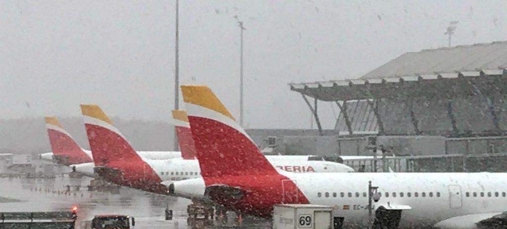Barajas cancela o suspende vuelos por el temporal de nieve: ¿Puedes reclamar?