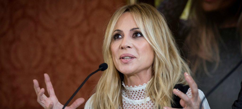 """Marta Sánchez: """"Si mi letra acaba siendo la del himno puedo irme tranquila a la tumba"""""""
