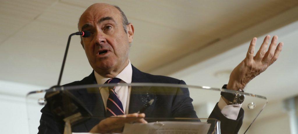 Luis de Guindos, cada vez más cercado por el informe del FMI sobre Bankia