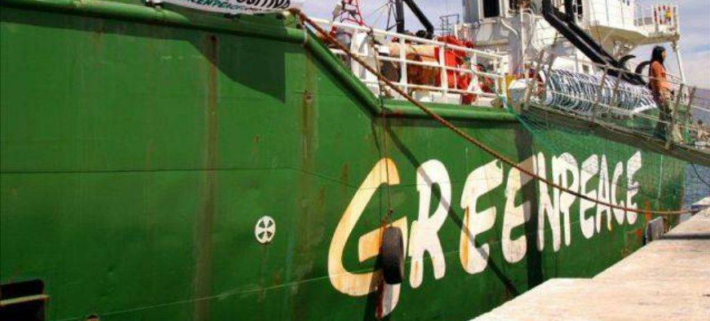 Activistas de Greenpeace, a la cárcel por lanzar fuegos artificiales en una nuclear en Francia