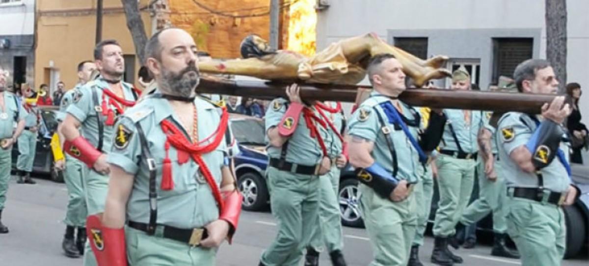Colau multa a los Antiguos Caballeros Legionarios de Barcelona y se olvida de los 'indepes' que llevan 5 días en la Plaza Cataluña