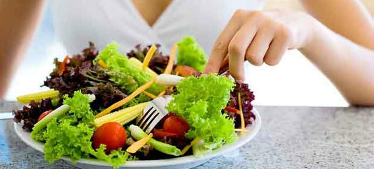 Aumenta el número de jóvenes con desnutrición por practicar el veganismo