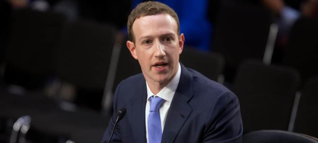 Facebook pone en cuarentena 200 aplicaciones que se sirven de datos de usuarios