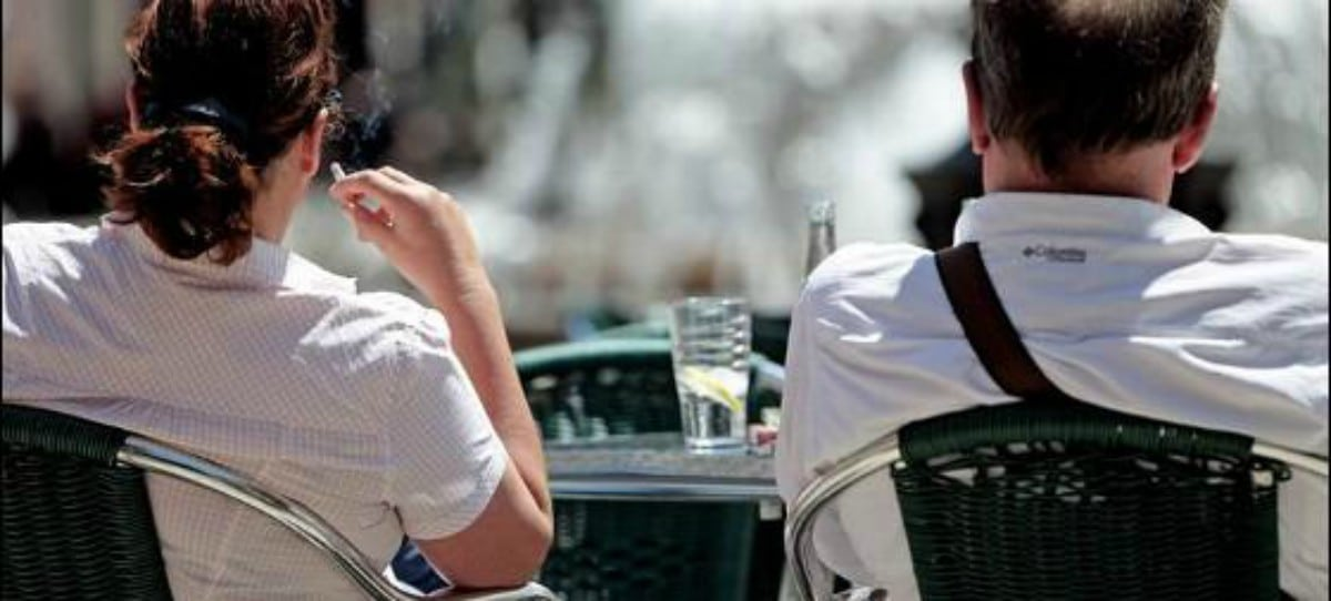 ¿Cuándo está permitido fumar en terrazas de bares y restaurantes?