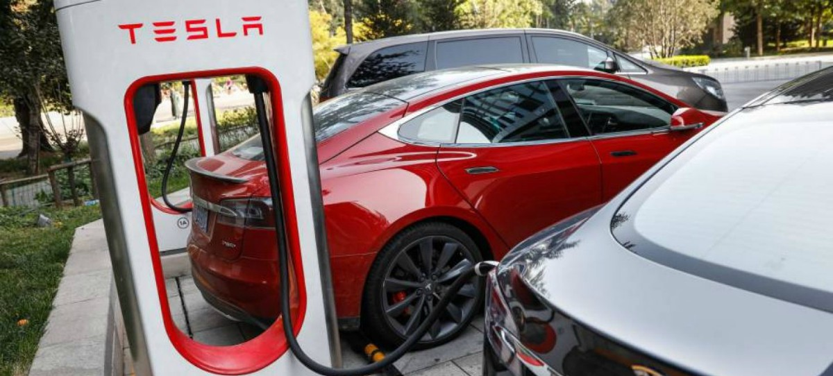 Ya es posible comprar un Tesla con bitcóin