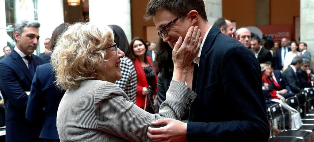 Las consecuencias de la mano ancha de Carmena con el 'top manta': 1.400 empleos y 157 millones de pérdidas