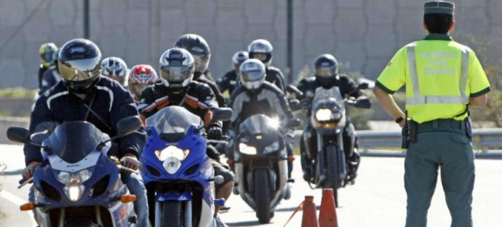 Sale absuelto después de adelantar en moto a la Guardia Civil a más de 200 km/h