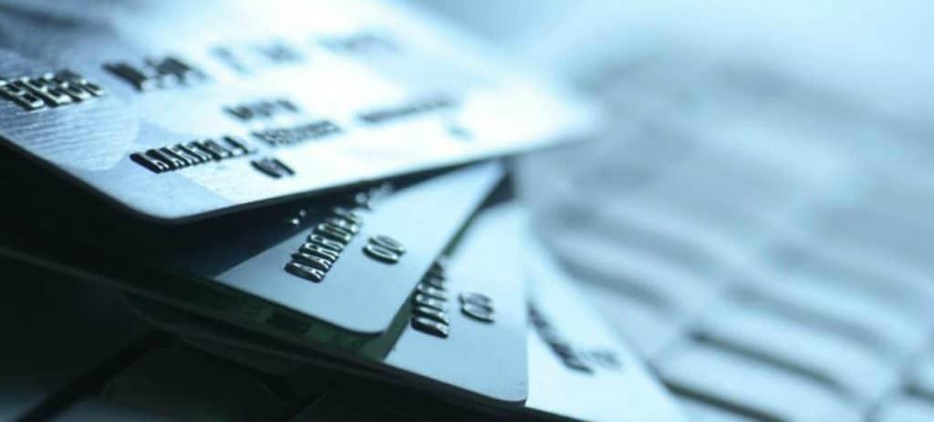 Las empresas pierden miles de euros en sus gestiones diarias con los bancos
