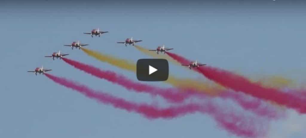 La Patrulla Águila forma la bandera de España en el cielo de Tarragona