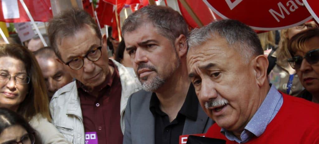 Los sindicatos exigen un SMI de 1.200 euros para los funcionarios, mientras pactan solo 735,9 para el resto