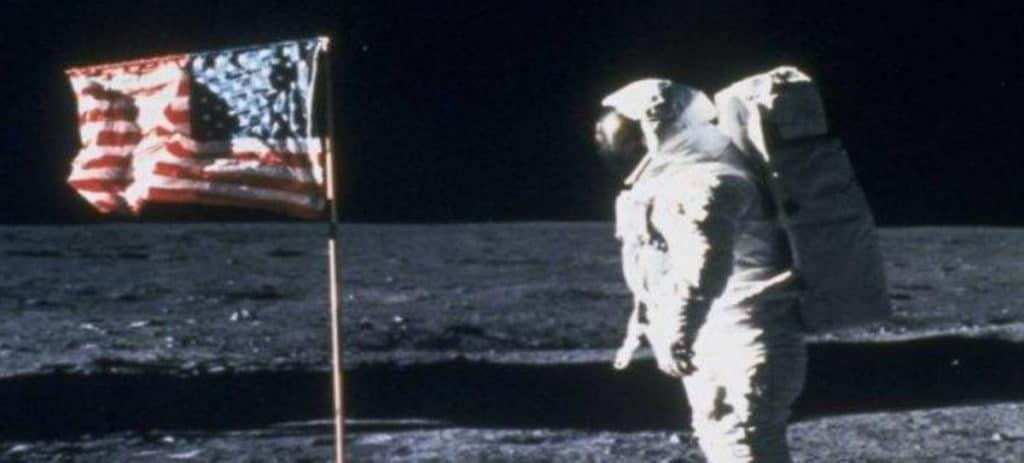 La NASA, denunciada por quitar a una mujer el regalo de Neil Armstrong