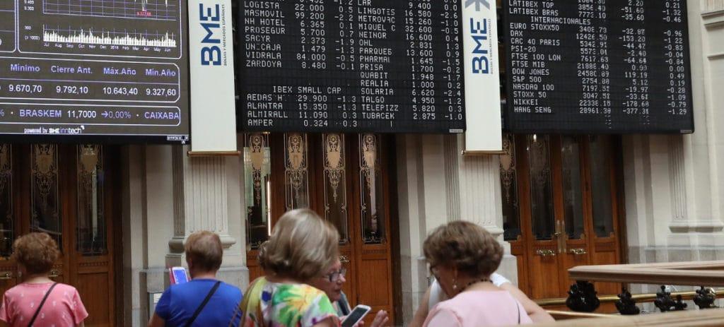 El IBEX 35 salva el 9.700 con una caída del 0,33% lastrado por los grandes