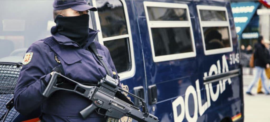 El comisario García Castaño, libre pero sin poder salir de España