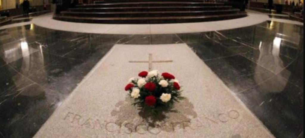 Fomento admite que no hay acuerdo para exhumar a Franco