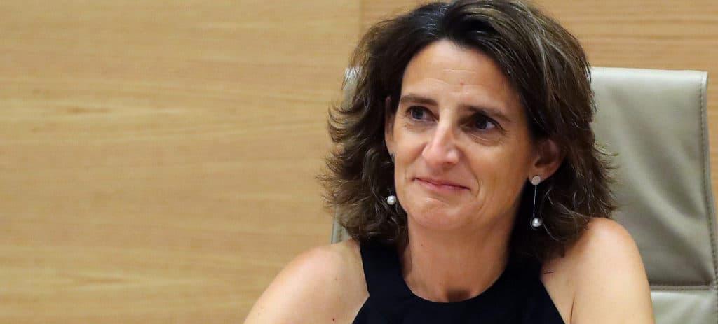 Teresa Ribera abre la guerra total contra el diésel: impuestos y barreras a la compra