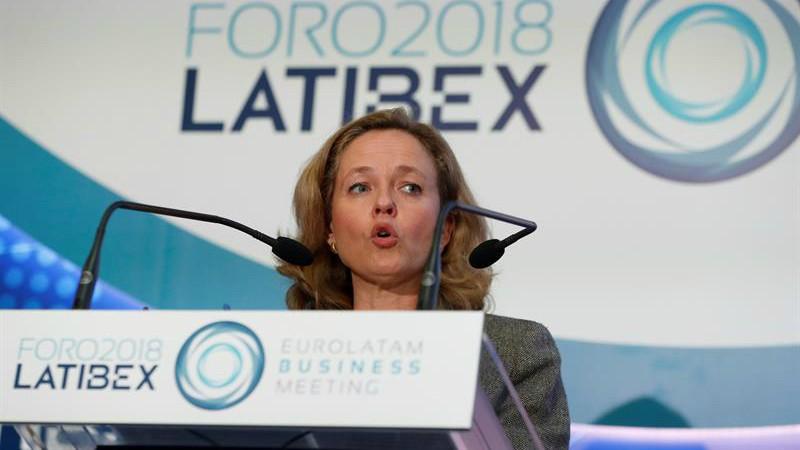 La ministra Calviño estaría 'fuera del Gobierno' según el código ético de Sánchez