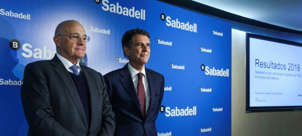 El Banco Sabadell gana 328 millones pese al TSB y asumir la limpieza total de su balance