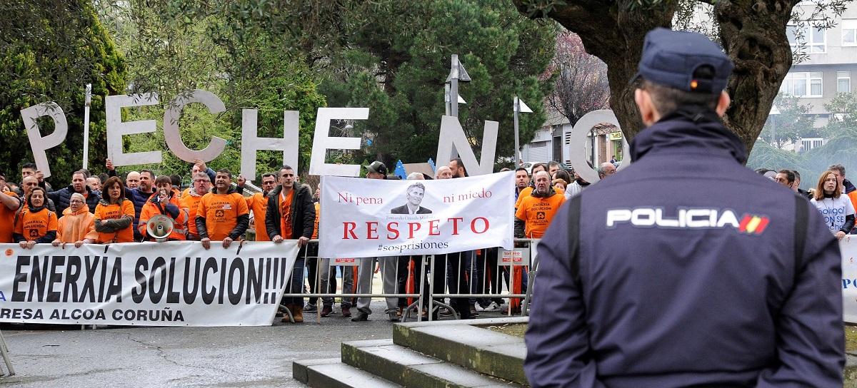 Los trabajadores de Alcoa, hartos de los incumplimientos del Gobierno, anuncian una marcha de protesta