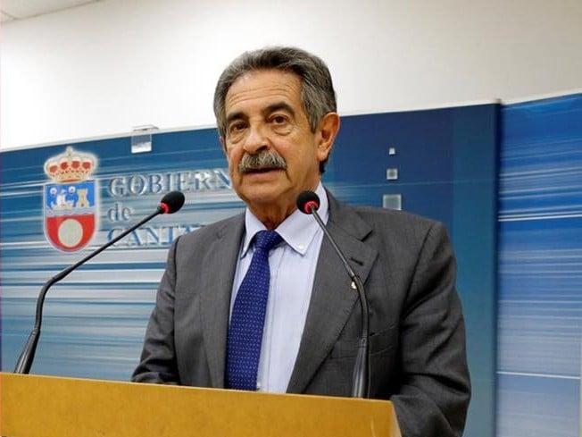 Revilla propone un sueldo de 1.700 euros para las familia afectadas por el coronavirus