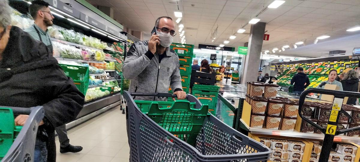 Los servicios a domicilio de  supermercados se colapsan ante la avalancha de pedidos por internet