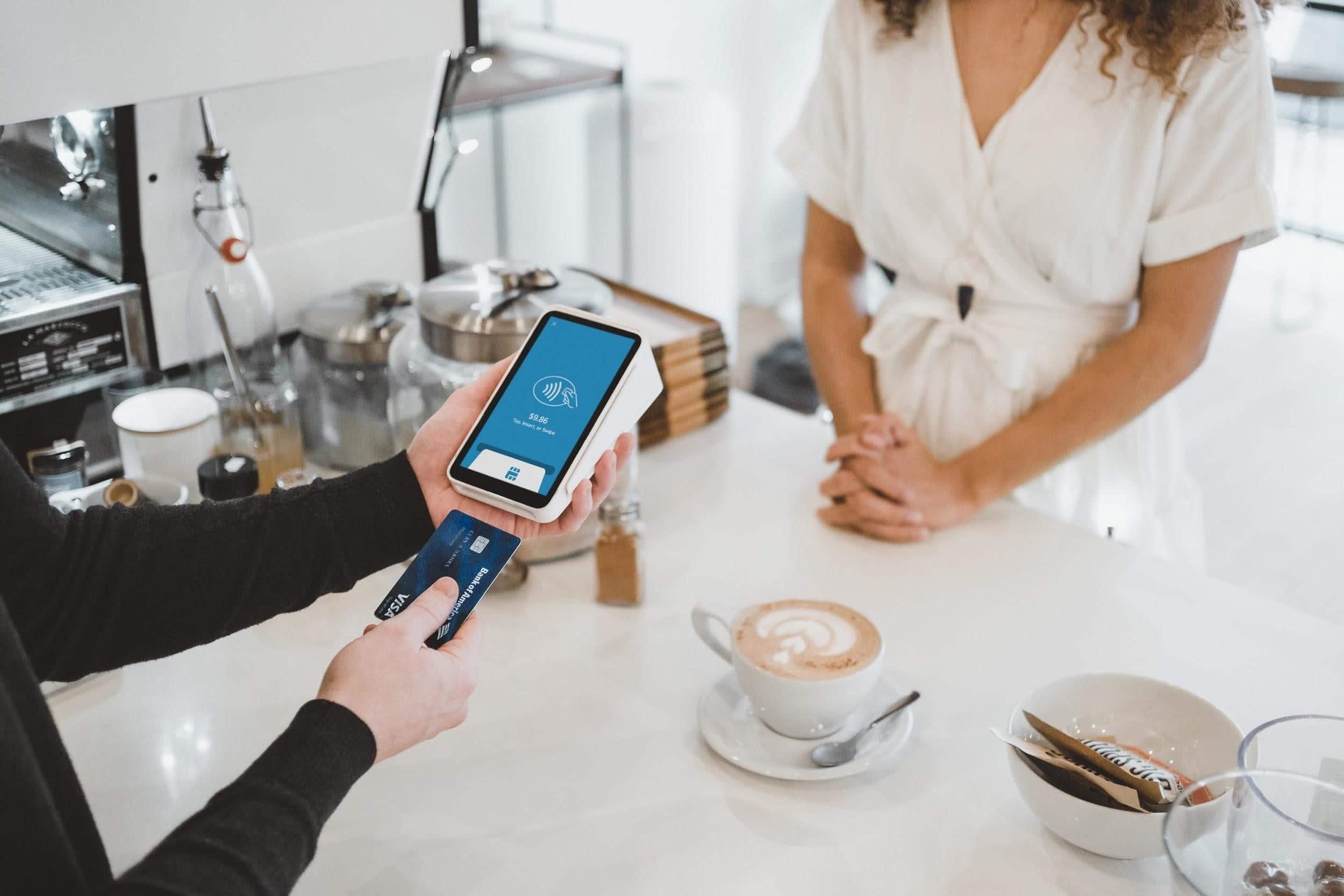 Qué es mejor, ¿pagar con tarjeta de crédito o en efectivo?